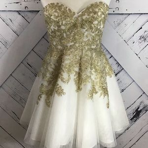 Bee Darlin White Tulle & Gold Leaf with Bling LNC